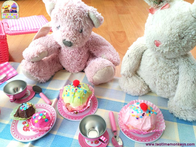 Play food - easy cupcake craft - Teddy Bear's picnic - Tea Time Monkeys