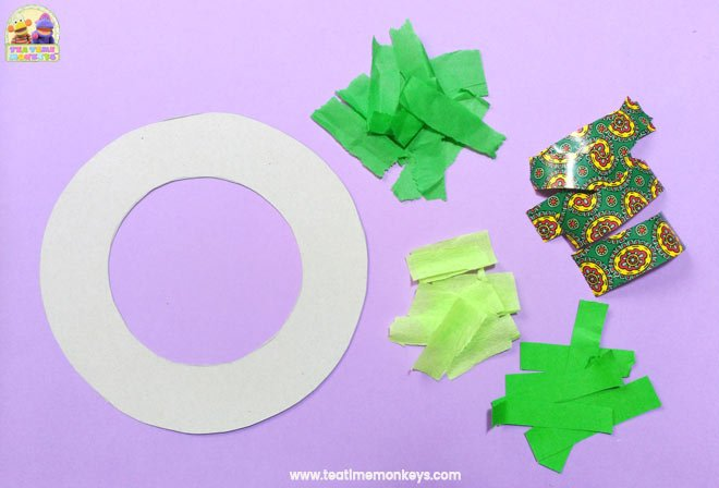 Easy Christmas Wreath Craft for Preschoolers - Step 2 - Tea Time Monkeys